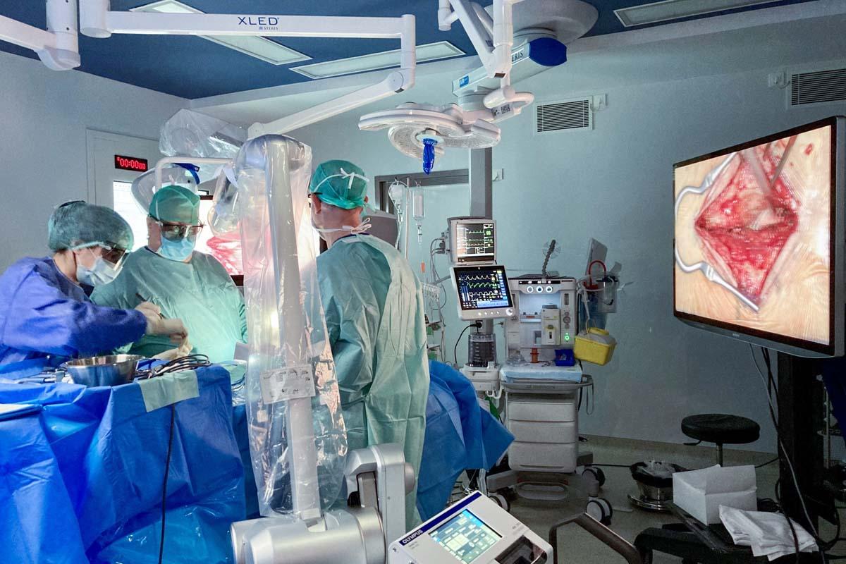 El_hospital_HC_Miraflores_adquiere_el_segundo_Exoscopio.jpg